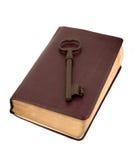 Viejo clave de oro en un libro de cuero Fotografía de archivo libre de regalías