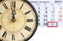 Viejo colck con el calendario Fotografía de archivo
