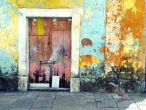 Viejo color de la puerta imagenes de archivo