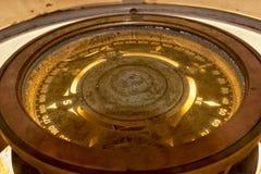 Viejo compás de cobre imagen de archivo libre de regalías