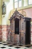 Viejo confesonario de madera Imagenes de archivo