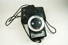 Viejo contador de exposición analogico con el caso de cuero imagenes de archivo