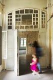 Viejo de la ventana de la puerta arruinado Imagen de archivo libre de regalías