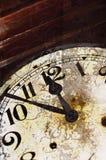 Viejo detalle agrietado del reloj Imagen de archivo libre de regalías