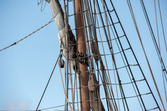 Viejo detalle de la nave de la vela del buque Imagenes de archivo
