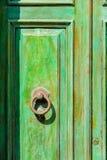 Viejo detalle esmeralda brillante de la puerta, Panarea, Italia Foto de archivo libre de regalías
