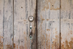 Viejo diseño de madera del tablero del fondo del tablón de la cerradura de puerta fotografía de archivo libre de regalías