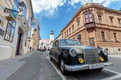 Viejo dos tono Mercedes de 60s imagen de archivo
