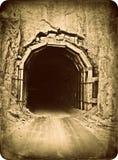 Viejo efecto de la foto del vintage del túnel del camino de la montaña Fotos de archivo libres de regalías