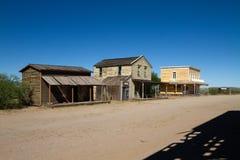 Viejo escenario de película del oeste salvaje de la ciudad en el mezcal, Arizona imagenes de archivo