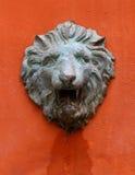 Viejo estado de la piedra de la cabeza del león Foto de archivo