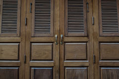Viejo estilo tailandés de la puerta Fotografía de archivo
