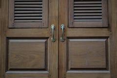 Viejo estilo tailandés de la puerta Imágenes de archivo libres de regalías