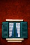 Viejo estilo verde del italiano de la ventana Foto de archivo libre de regalías