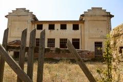 Viejo exterior abandonado del molino Fotografía de archivo libre de regalías