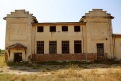 Viejo exterior abandonado del molino Foto de archivo libre de regalías
