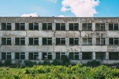 Viejo exterior constructivo abandonado Fotos de archivo libres de regalías