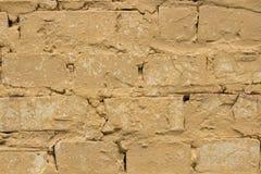 Viejo fondo amarillo llevado de la pared de ladrillo Imagenes de archivo