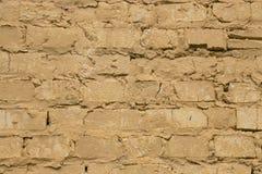 Viejo fondo amarillo llevado de la pared de ladrillo Imagen de archivo libre de regalías