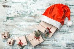 Viejo fondo blanco de madera Carta a Santa Tarjeta de felicitación de la Navidad, artículos hechos a mano Fotos de archivo libres de regalías
