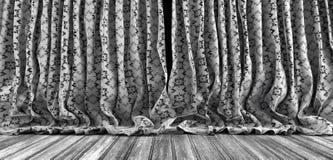 Viejo fondo de las cortinas del teatro Fotografía de archivo libre de regalías