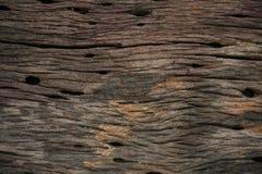Viejo fondo de madera del viejo hogar Corrosión de la base o del techo en el interior del hogar Corrosión del fondo de madera y d imagenes de archivo