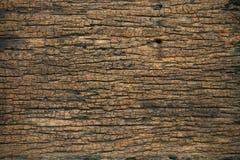 Viejo fondo de madera del viejo hogar Corrosión de la base o del techo en el interior del hogar Corrosión del fondo de madera y d imagen de archivo