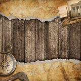 Viejo fondo del mapa con el compás. Concepto de la aventura o del descubrimiento. Foto de archivo libre de regalías