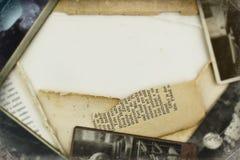 Viejo fondo del marco de las fotos y de los papeles Foto de archivo libre de regalías
