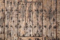 Viejo fragmento de madera de la puerta, textura del fondo Imagen de archivo libre de regalías
