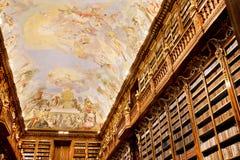 Viejo fresco en el techo en biblioteca antigua Imagen de archivo