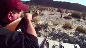 Viejo fuego del oeste americano 4 de la prueba del rifle de la acción de la palanca almacen de video