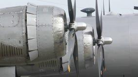 Viejo funcionamiento de motor del bombardero almacen de video