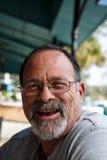 Viejo Guy Laughing desaliñado Imagen de archivo