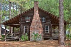Viejo hogar de madera del registro Fotografía de archivo