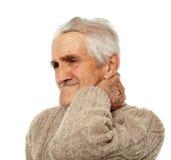 Viejo hombre con dolor de cuello Fotografía de archivo