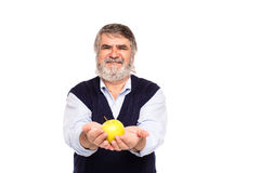 Viejo hombre con la manzana en manos Foto de archivo libre de regalías
