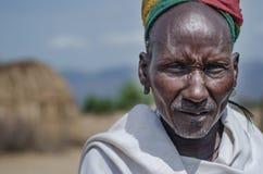 Viejo hombre de la tribu de Arbore Fotos de archivo libres de regalías