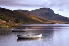 Viejo hombre de Storr sobre el lago Imagen de archivo libre de regalías