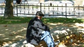 Viejo hombre en el parque Foto de archivo