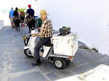 Viejo hombre en la moto Imagenes de archivo