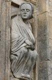 Viejo hombre en portal santo en la catedral de Compostela Fotografía de archivo libre de regalías