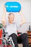 Viejo hombre en silla de ruedas en psicoterapia Fotografía de archivo libre de regalías