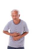Viejo hombre enfermo que sufre de la diarrea, problema indigesto Foto de archivo