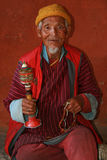 Viejo hombre - Kyichu Lhakhang - Paro - Bhután Imágenes de archivo libres de regalías