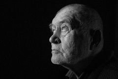 Viejo hombre mayor Fotos de archivo libres de regalías
