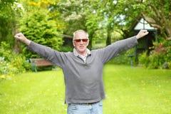 Viejo hombre que estira ejercicio Fotografía de archivo