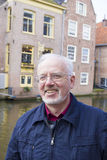 Viejo hombre sonriente con Grey Beard Foto de archivo libre de regalías