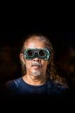 Viejo hombre y gafas de seguridad Imagenes de archivo