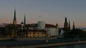 Viejo horizonte de la ciudad de Riga metrajes